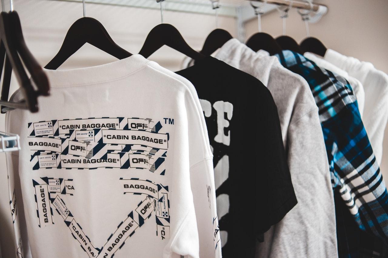 Deze basics mogen niet missen in jouw kledingkast